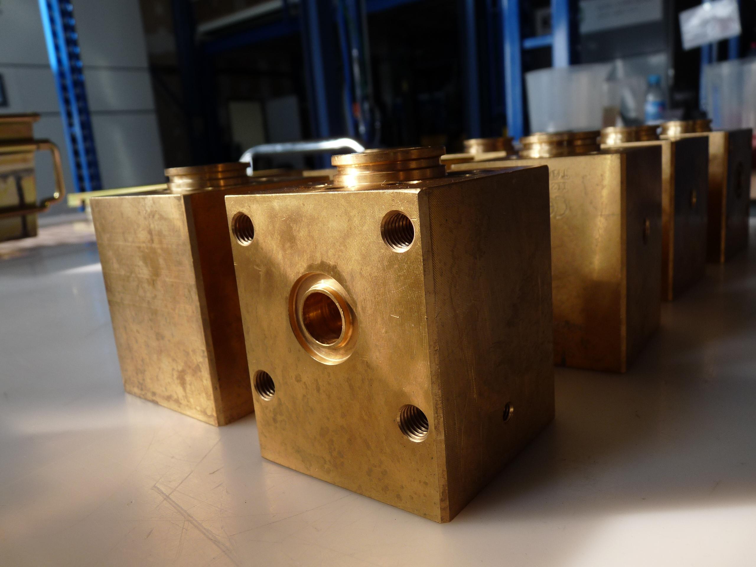 Pieza mecánica compleja - Dense Fluid Degreasing